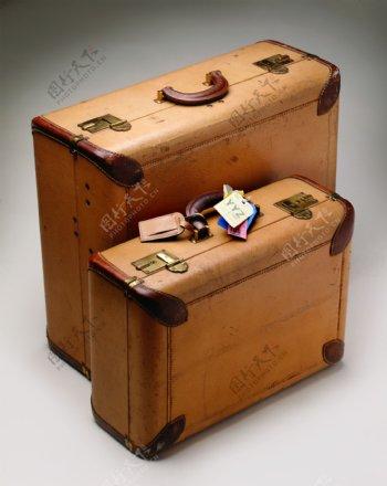 不同型号的旅行箱图片