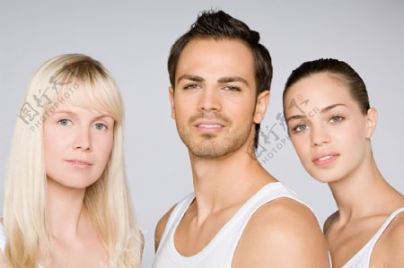 欧洲美女与欧洲帅哥图片