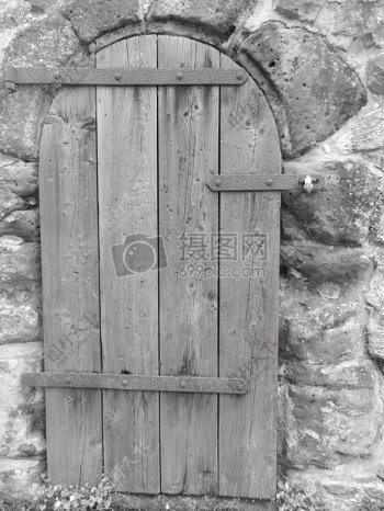 木头做的拱形门