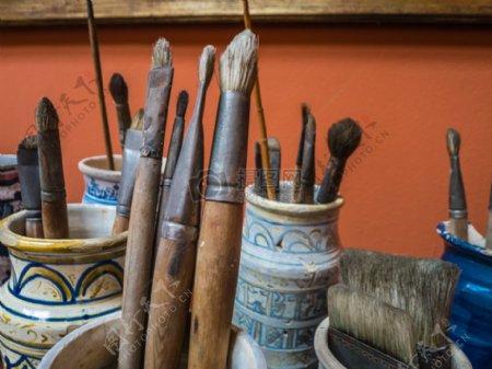 各种型号的画笔
