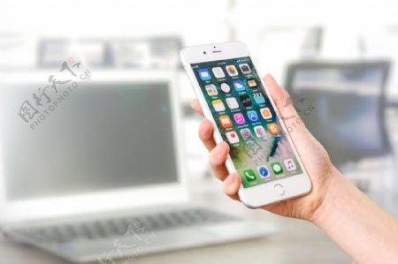 手机手持手机玩手机拍