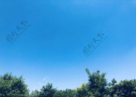 万里无云的蓝天蓝色天空