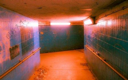 恐怖色调狭窄走廊