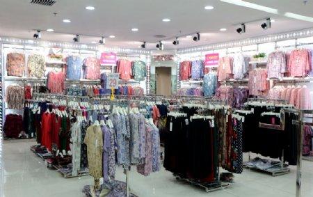 中老年服装卖场