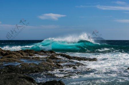 大海里的海浪真的好看啊