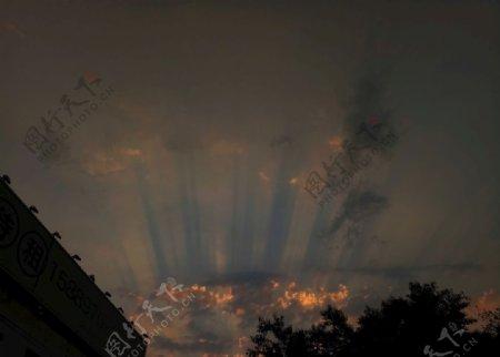 天空傍晚霞光云层美图