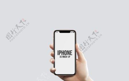 男人手拿iPhoneX样机图片