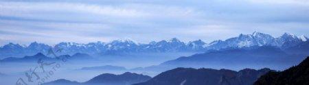 蓝色渐变山脉图片