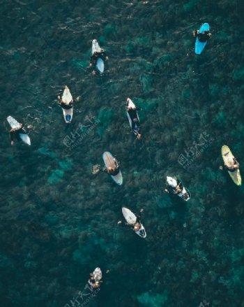 大海蓝色海水冲浪板图片