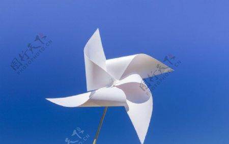 蓝天风车图片