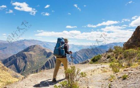秘鲁科迪勒拉山的徒步旅行场景图片