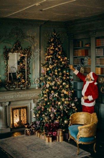 圣诞树和圣诞老人图片