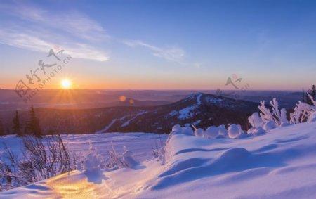 雪景夕阳图片