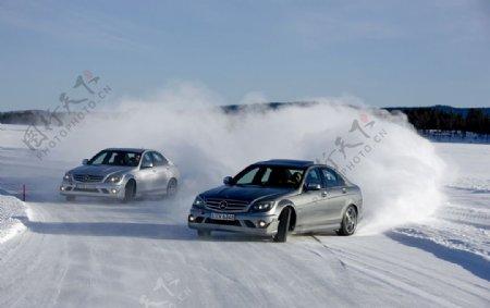 奔驰C63冰雪漂移图片