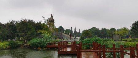 曲桥池塘雕塑图片