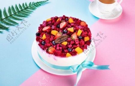 精致的生日蛋糕图片