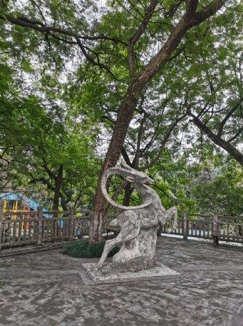 公园雕塑小品图片